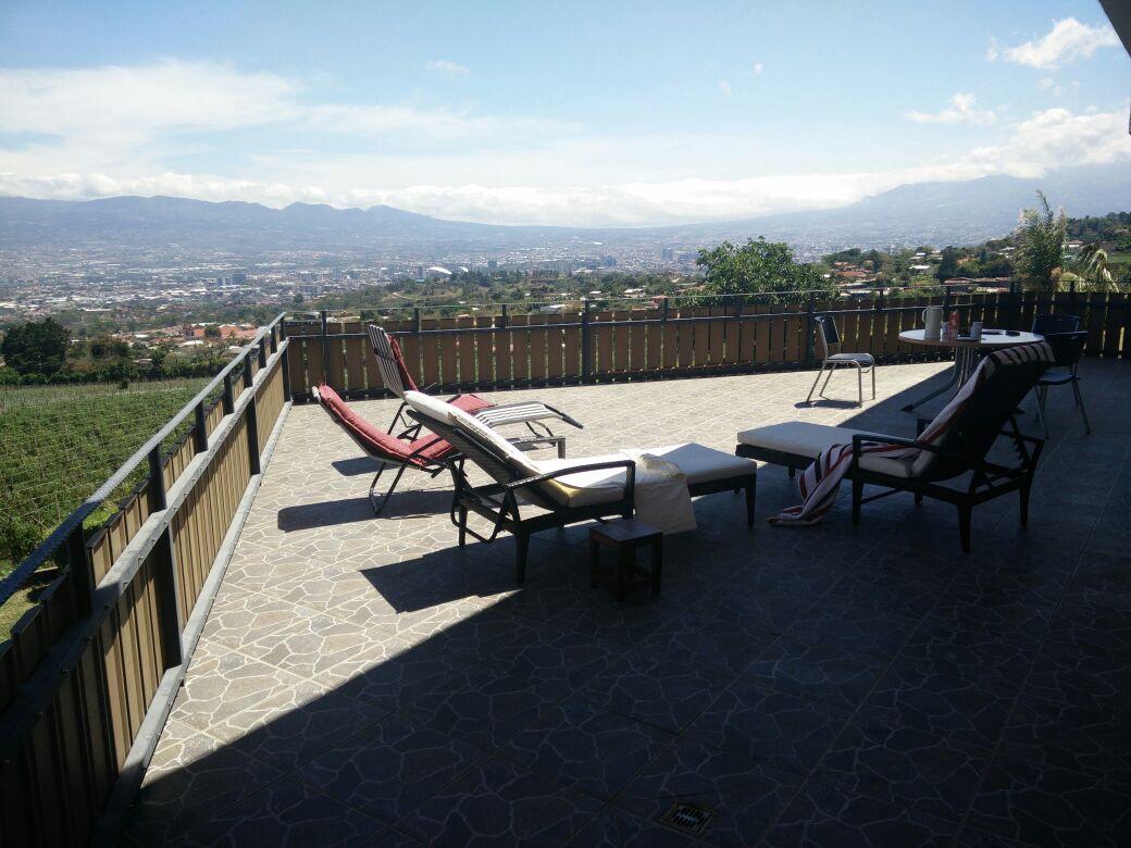 Para alquilar hermosa casa con piscina cubierta en san for Piscina san antonio
