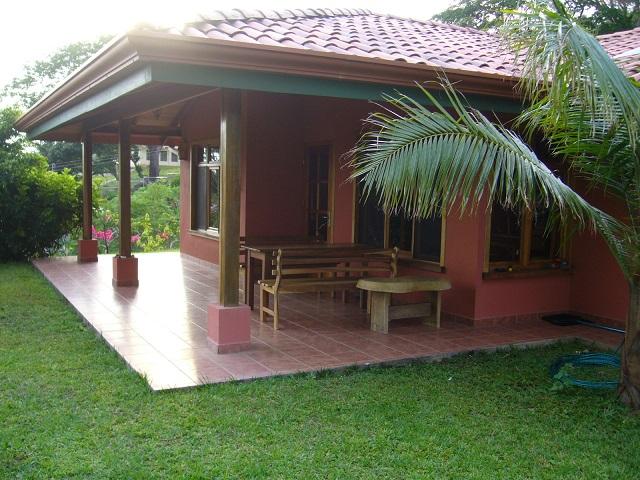 Para alquiler casa con piscina en atenas valle central for Casa con piscina para alquilar