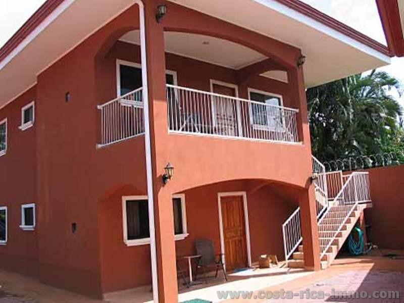 Hay que verla propiedad comercial con viviendas de lujo for Alquiler de viviendas en sevilla particulares
