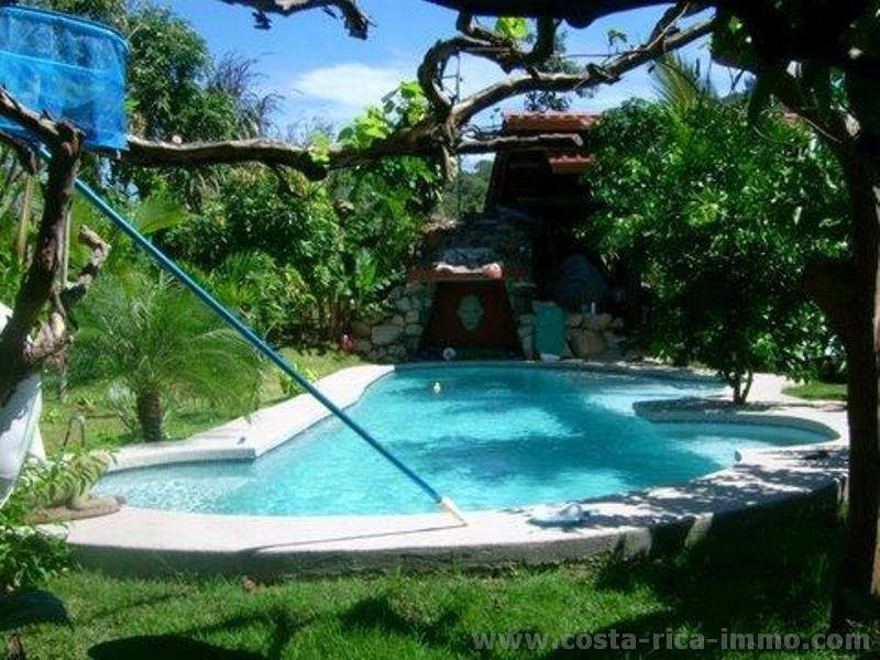 Hojancha casa de campo casa de hu spedes granero ronda for Casa de campo con piscina