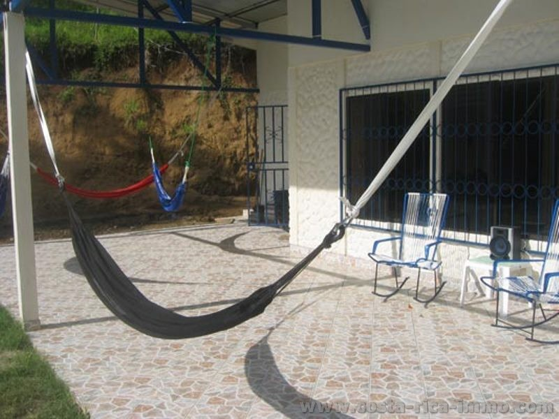 House with 2 apartments in Parrita