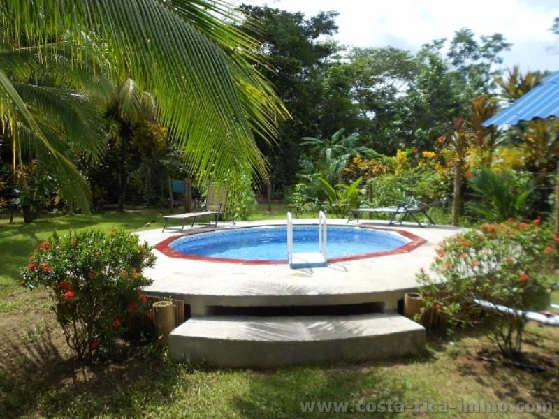 Casa en venta cerca del mar rodeado por un para so - Casas baratas con piscina ...