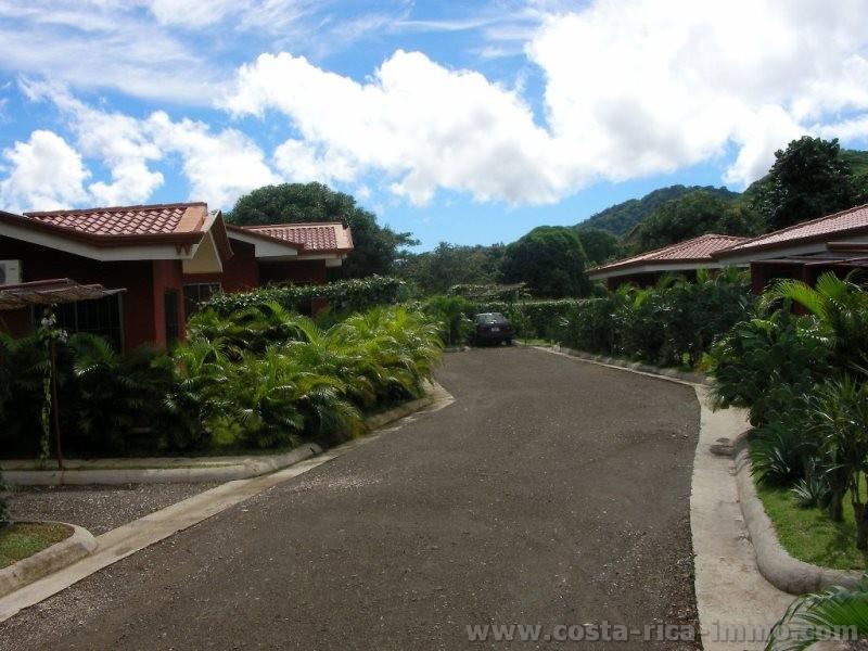 7 Häuser mit Swimmingpool zu verkaufen, zwischen Playa Tamarindo und Flamingo