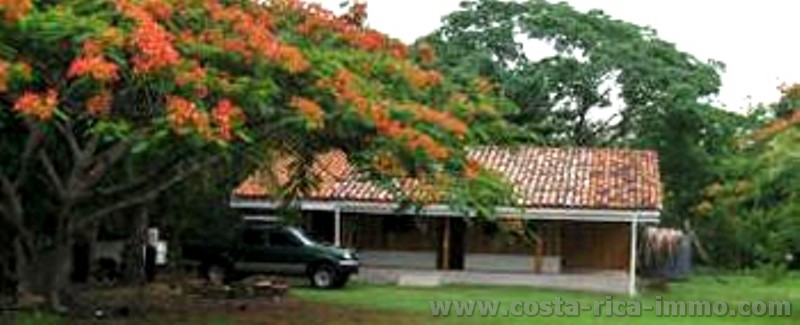 To sell beautiful house on the beach Cuajiniquil, in the north of the country