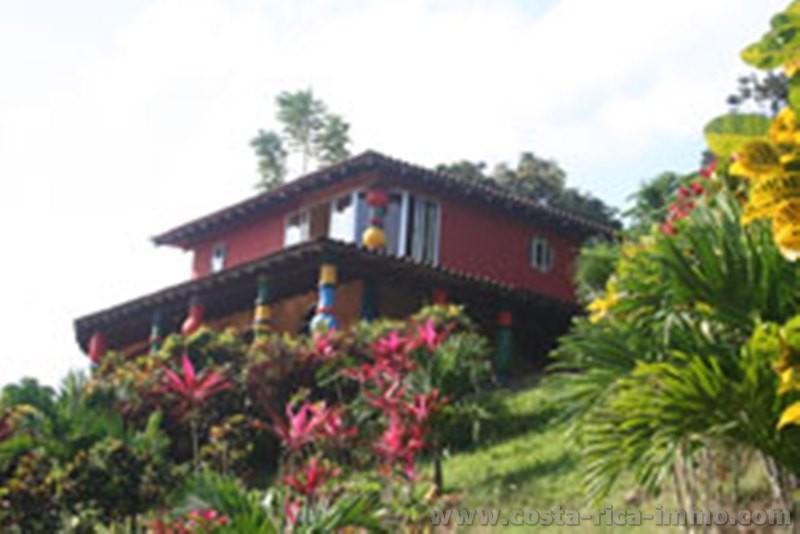Designer villa for sale near the Arenal Volcano in Chachagua
