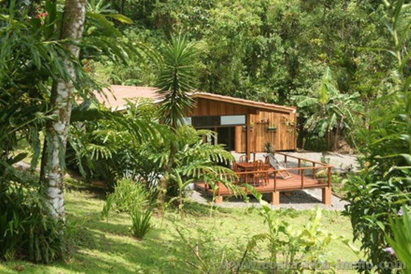 Se vende hermosa casa de campo con vista al lago arenal un hermoso jard n con muchas especies - Casas de campo con jardin ...