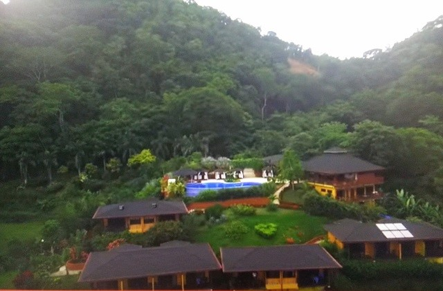 Luxushotel surrounded by the jungle and close to the beach for sale