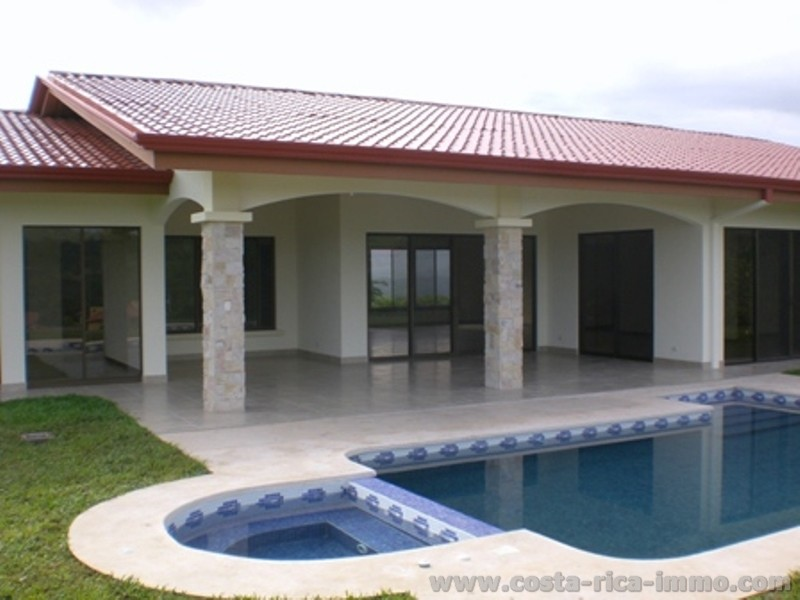 Top nueva casa con vista piscina jacuzzi for Piscina de jardin en costa rica