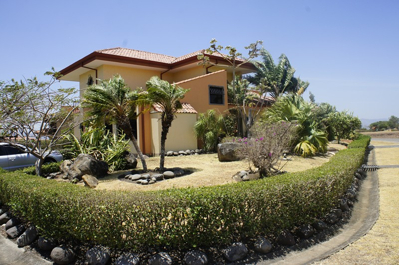 For sale, luxury villa with private investment in, with golf, tennis, Olympic size pool, Polo, etc.
