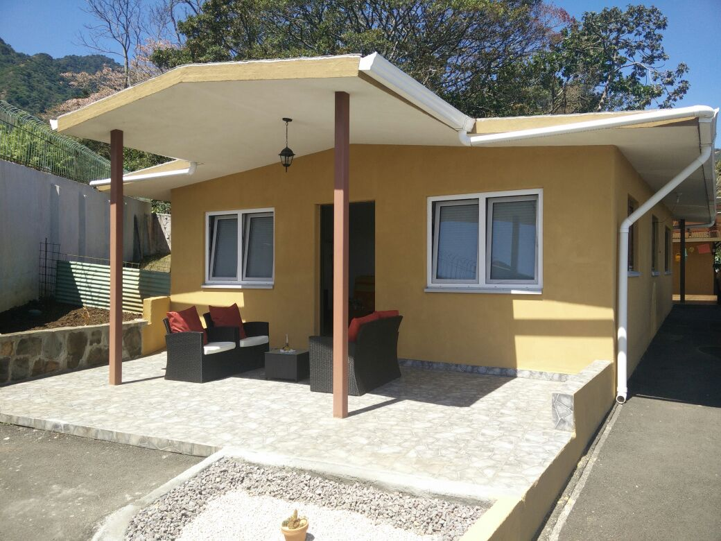 Residential house with guest house and pool in San Antonio de Escazu for sale