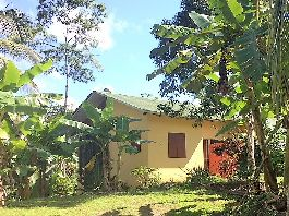 For rent, house with jacuzzi, 1 ha of land with many fruit trees at Santa Teresa