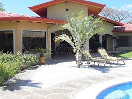 NEW PRICE Villa with 575 m2, Rancho, guest house, pool, tropical Garden and much more in Atenas