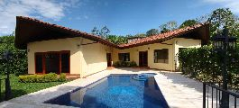 House with 240 m2, 3 bedrooms., 3 1/2 bathrooms, terrace and tropical garden in the Central Valley