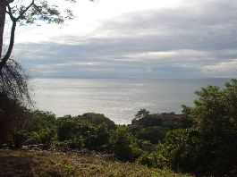 Beautiful lot with magnificent ocean views above the town of Montezuma