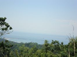 Building plot of 8.500 m2 with beautiful views of the sea and the mountains