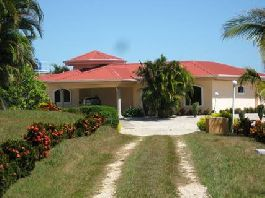 Hojancha; BARGAIN 11 acres with beautiful house with pool and nice Gulf views