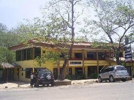 Commercial building with three shops, two office / apartments and 2 apartments at a prime location in the center of Tamarindo