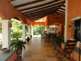 Dream house with a beautiful tropical garden, 3 guest apartments, large garage near the beach in Playa Grande