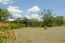To sell 14 acres (5.9 ha) horse ranch with a beautiful house, near the beach