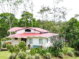 9 ha tropical paradise with the main house, guest house, pond, forest, pastures  and many fruit trees