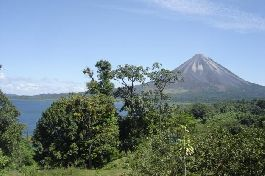 For sell, property with beautiful views of the volcano and the lake at El Castillo-Arenal