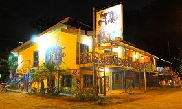 Fire sale - Hotel with 12 fully equipped rooms with A/C, private bathroom, 3 cabins, 3 commercial shops in Santa Teresa