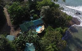 Small and spectacular boutique hotel with 12 rooms, with a PADI dive center at one of the best locations in Drake Bay for sale