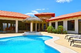 Spectacular new villa with beautiful view, guest house, caretaker house, pool, Jacuzzi and tropical garden at Atenas