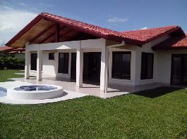 New house, 315 m2 with 1 million dollar view, private pool, jacuzzi, sun deck and a 2,500 m2 tropical garden for sale