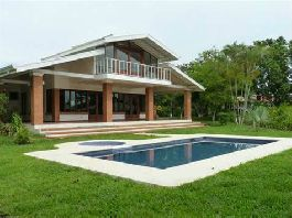 For sale, big house with swimming pool, beautiful view and tropical garden in Los Angeles de Atenas