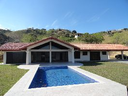 For Sale, new Dream-House, 320 m2 with beautiful views, pool, jacuzzi, terrace, sun deck and a 7.000 m2 tropical garden at Atenas