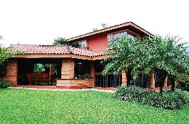 For sale, cozy house with nice garden in Escazu
