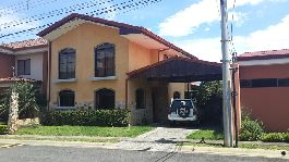 For sale house in the urbanization Condominio Hacienda Las Flores San Joaquín de Heredia