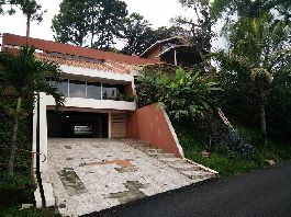 Opportunity house with apartment at prime location at Escazu to sell