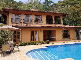 House in colonial style and guest house with beautiful view, swimming pool, terrace, sun deck and a 7000 m2 tropical garden