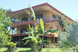 B & B existence with 8 rooms, apartment and house at Tuetal Norte, Alajuela for sale