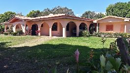 For sale, beautiful house in Spanish colonial style with guest house and large plot near Atenas