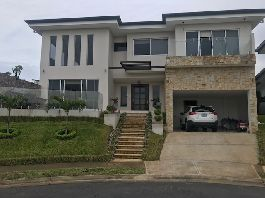 For sale, new house in a nice urbanization at Barreal de Heredia