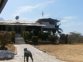 House, guest house and Bodga, with fabulous views of the Gulf of Nicoya to sell