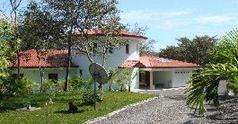 For sale, 3 ha of land with modern main house, guest house and pool at Liberia