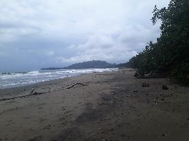 For sale, 2,028 m2 sea front beach property at Playa Negra