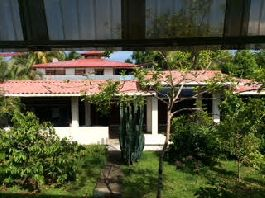 For sale 2 houses with land of 800 m2, near the center of Puerto Viejo